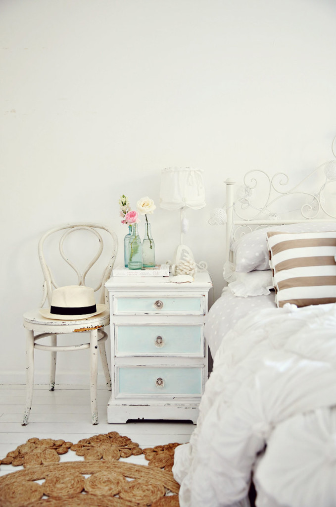 a-beach-cottage-coastal-vintage-style-bedroom