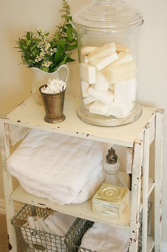 bathroom-toiletries-shabby-chic-decor