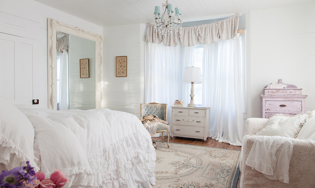 beautiful-feminine-bedroom-shabby-decor