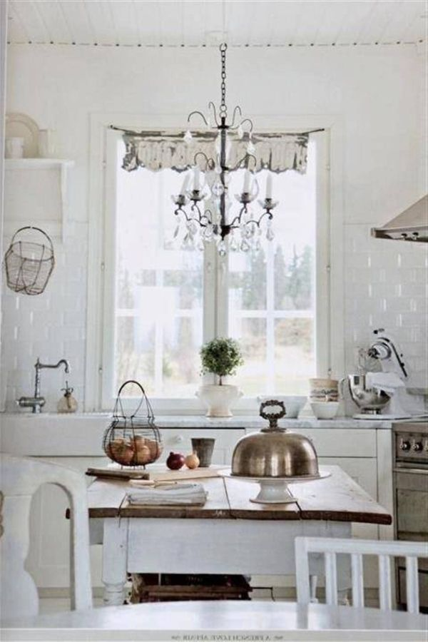 shabby-chic-white-kitchen-chandelier