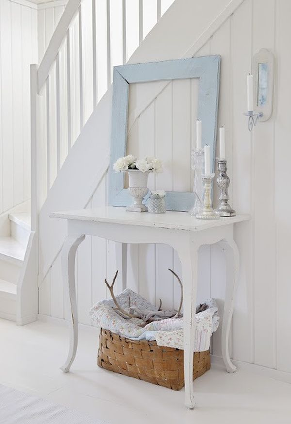white-clean-shabby-chic-entryway