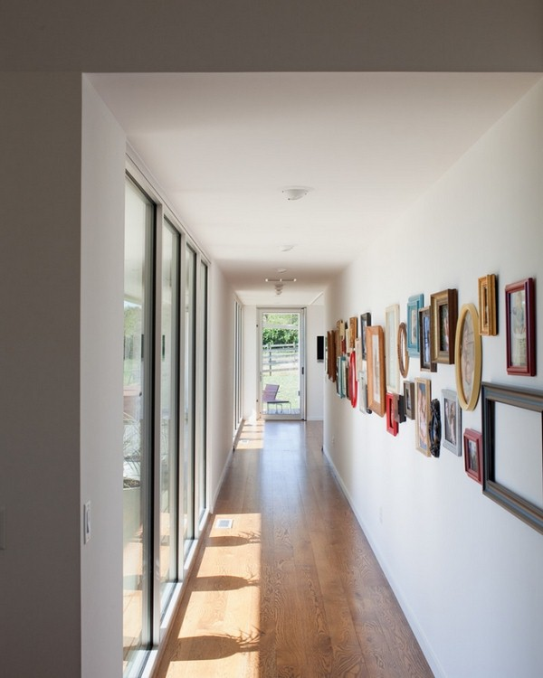 deco-picture-frame-colorful-painted-corridor-wall