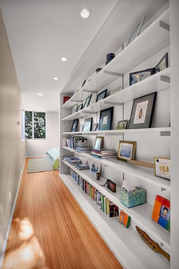 narrow-hallway-decorating-ideas-with-shelves