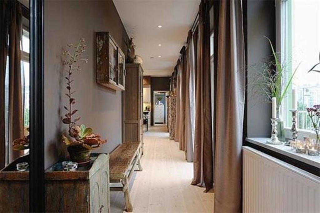 narrow-hallway-decorating-ideas-with-wooden-furniture