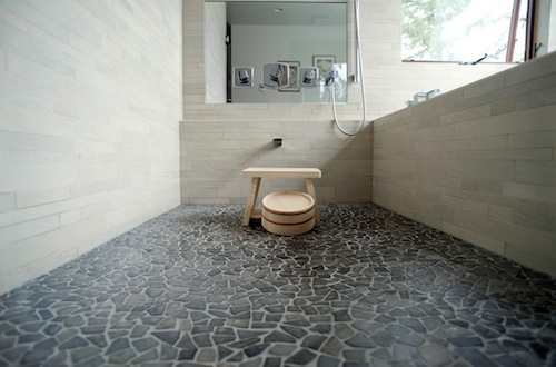river-rock-tile-flooring-kkd2bwct